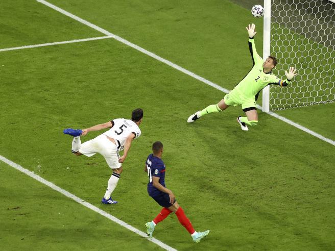 Francia-Germania 1-0: decide un autogol, ma la squadra di Deschamps avvisa tutti. Mbappé show