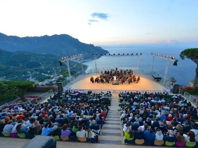 De Luca vieta a Saviano il festival di Ravello. E Scurati lascia la presidenza
