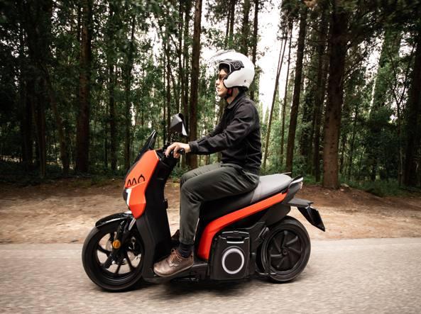 Seat Mò, lo scooter 125 elettrico 137 km di autonomia con 1 euro