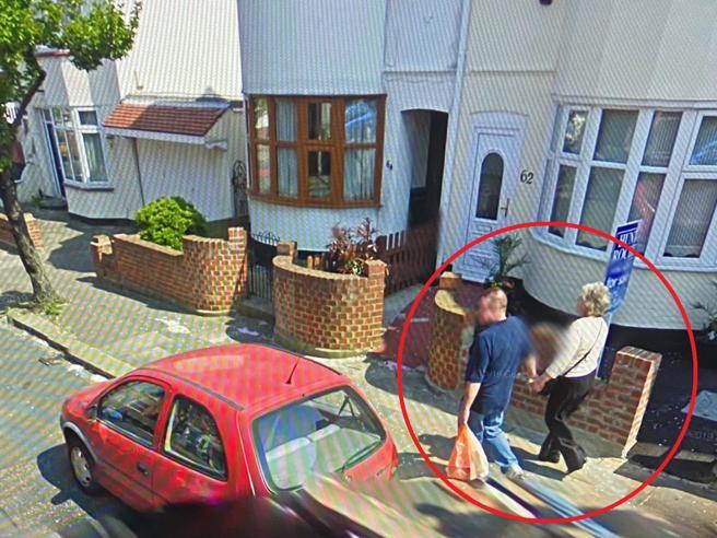 Google Street View e i parenti scomparsi che «rivivono» nelle sue foto
