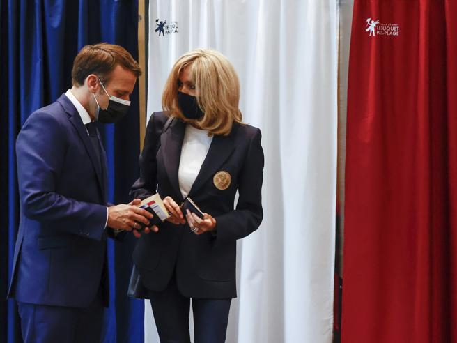 Francia, le elezioni regionali sono un flop: riscossa gollista, Le Pen non sfonda