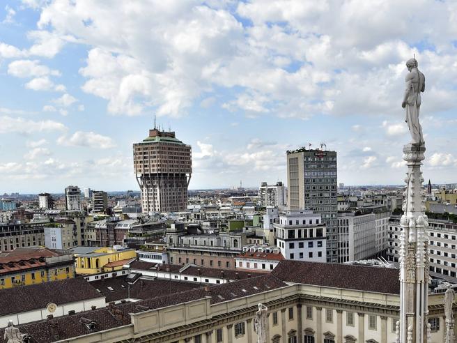 Torre Velasca riparte con Milano. Si alza il velo sul primo restyling del grattacielo