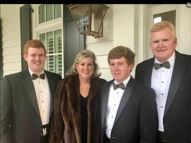 Due cadaveri, una famiglia potente (con un passato oscuro e tanti incidenti): giallo in South Carolina