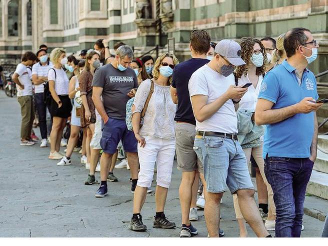 Obbligo mascherina all'aperto, stop in zona bianca dal 28 giugno. Il Cts dà il via libera, ora deciderà il governo