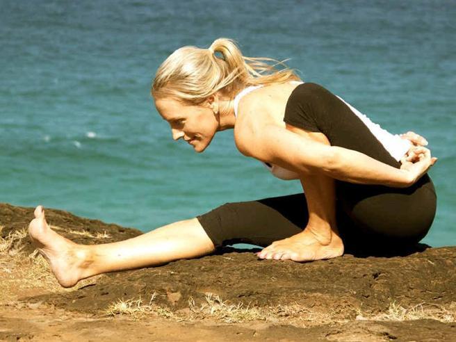 Giornata mondiale dello yoga 2021: le star che lo praticano, gli esercizi e tutti i look