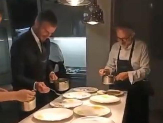 David Beckham chef con Massimo Bottura: «Ora sa fare un piatto perfetto»