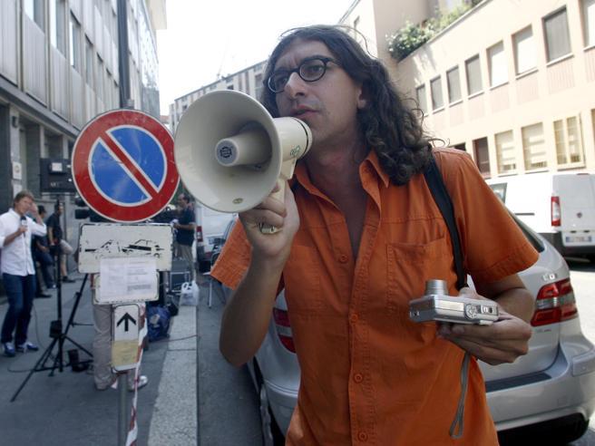 Il «disturbatore» Gabriele Paolini in carcere a Rieti: sconterà otto anni Video