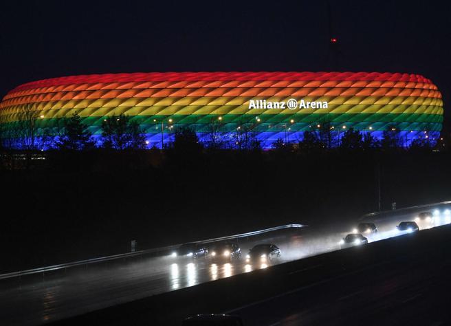 Monaco, stadio arcobaleno durante Germania-Ungheria: la Uefa dice no piegandosi ad Orban