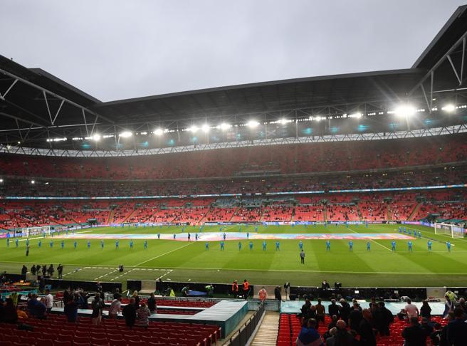 La «battaglia di Wembley»: Draghi e Merkel contro Johnson (e Uefa)