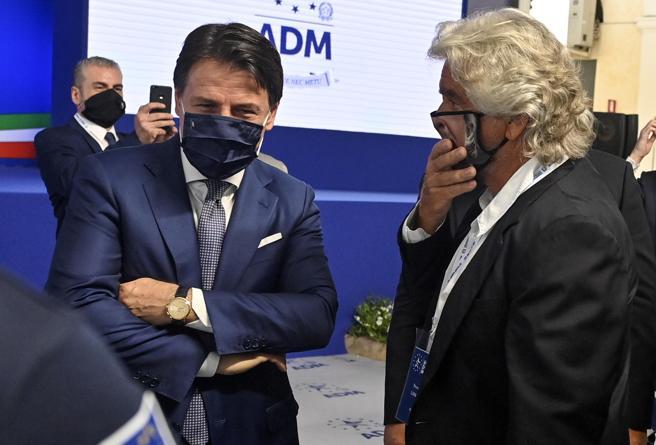 M5S, Grillo a Roma sfida Conte: incontro con i gruppi per i dubbi sullo statuto