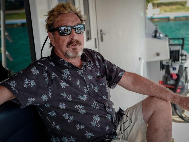 Morto John McAfee, il pioniere degli antivirus suicida in carcere