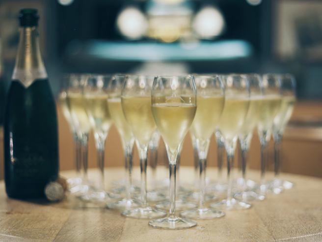 Champagne, la Russia lo rivendica:  «Il resto è spumante». La guerra delle bollicine con la Francia