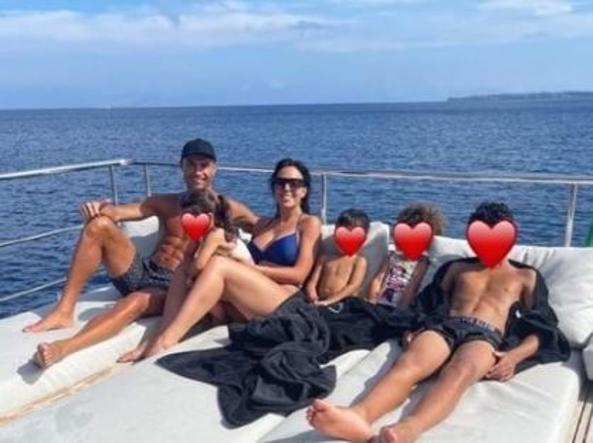 Cristiano Ronaldo in vacanza in barca con la famiglia (Instagram)
