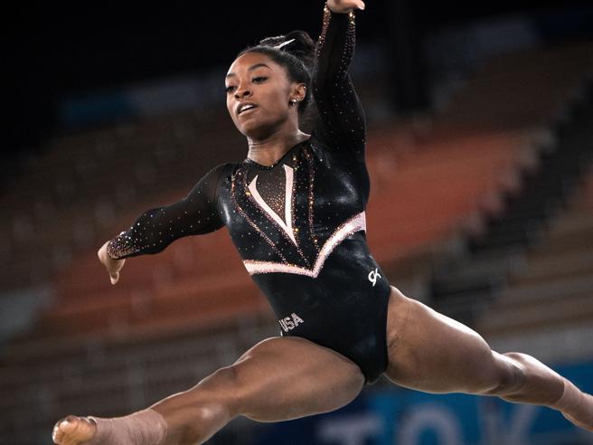 Olimpiadi di Tokyo, Simone Biles è la star dei Giochi: il mondo la aspetta, il rebus è quante medaglie vincerà