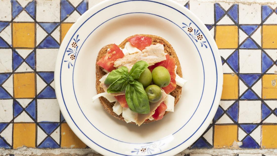 Caponata di pomodori napoletana con le friselle