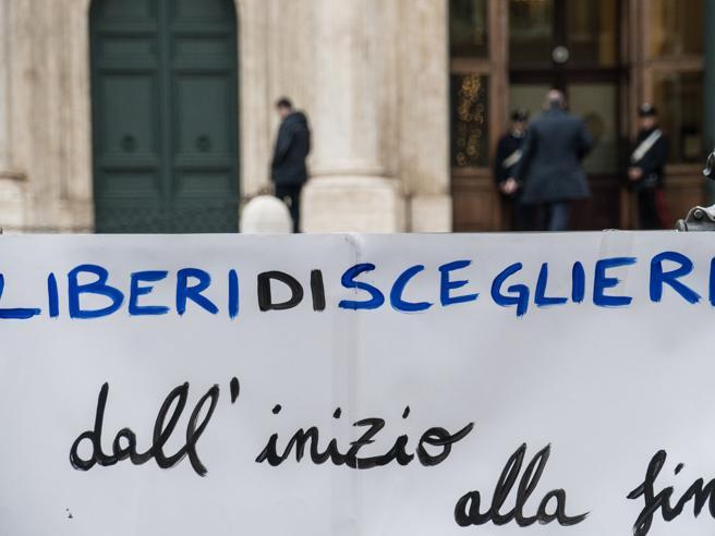 Eutanasia legale, difendiamo la dignità e la libertà dei malati irreversibili