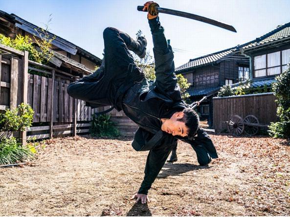 Henry Golding è un aspirante guerriero ninja in «Snake Eyes: G.I. Joe - Le origini»