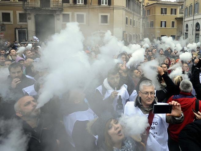 «Senza sigarette entro il 2030»: la scommessa (e il calcolo) del capo di Marlboro