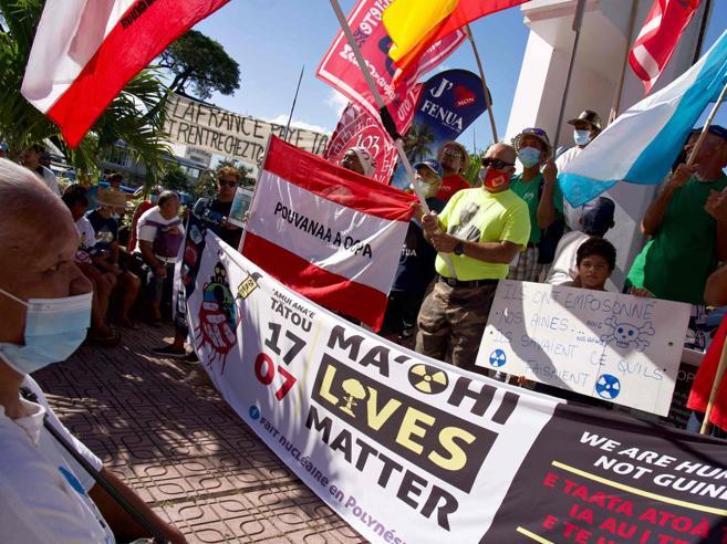 Macron nella Polinesia francese: cosa accadde, misteri e morte sugli atolli dei 193 test nucleari