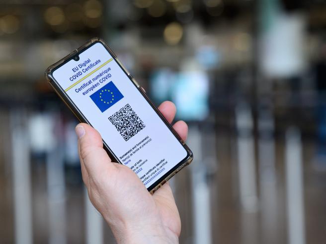 Green pass, il mercato nero su Telegram: 100 euro per ottenere una certificazione falsa