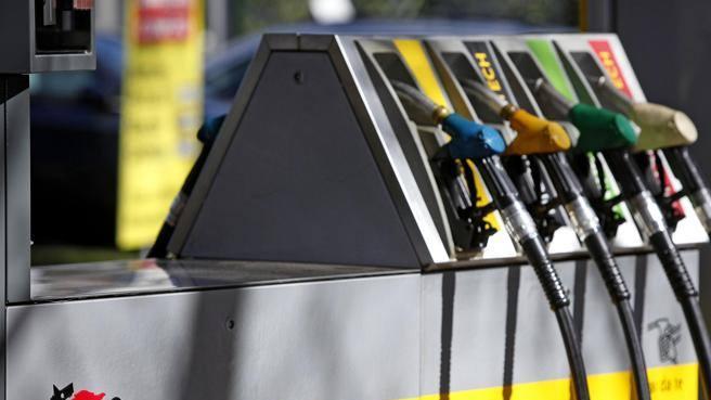 Benzina e diesel ora si pagano anche col Telepass (e lo smartphone)