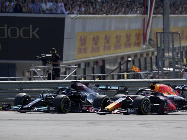Incidente Verstappen-Hamilton a Silverstone, la Red Bull presenta la richiesta di riesame alla Fia