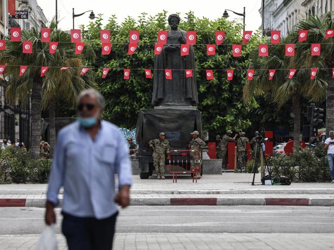 Crisi in Tunisia, il cooperante italiano: «C'è attesa e ansia. Ma qui il problema principale è la disoccupazione»