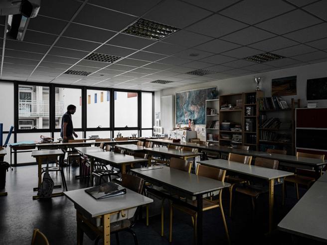La scuola in Francia riparte in presenza E in caso di contagi a casa solo i non vaccinati