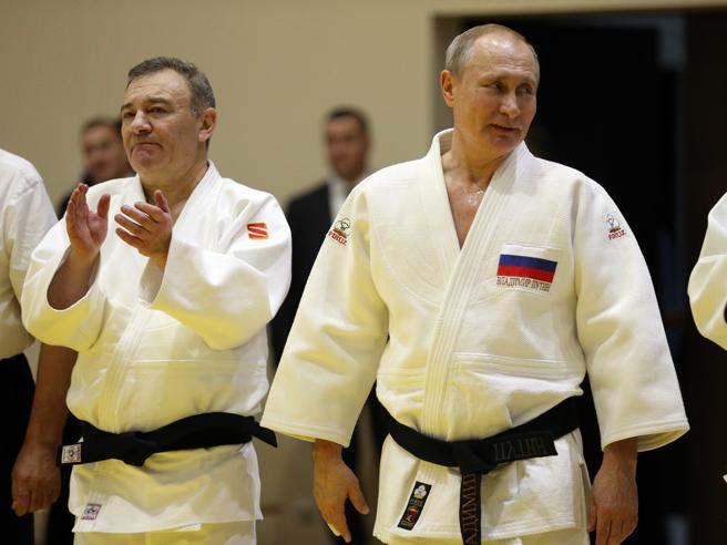 «Un commando di ceceni» per sfrattare l'ex moglie: così divorzia Arkady Rotenberg, il compagno di judo di Putin