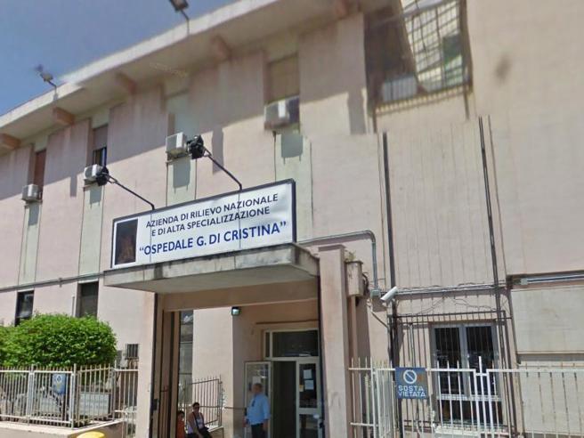 Palermo, muore per Covid a 11 anni. Musumeci: «Genitori no vax». Ma la madre lo smentisce
