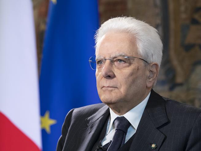 Mattarella alla cerimonia del Ventaglio: «È il virus che limita la libertà. Le riforme? Non si può fallire»