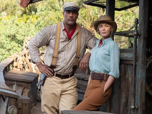 Emily Blunt e «The Rock»: «Sul set di Jungle Cruise tra mille insidie, noi, eroi  come Indiana Jones»