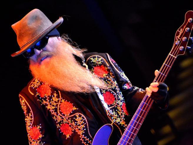 ZZ Top, è morto lo storico bassista barbuto Dusty Hill, aveva 72 anni