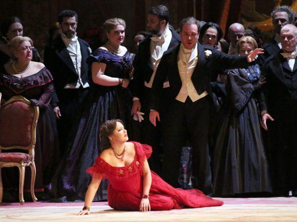 Anna Netrebko ni panni di Violetta Valéry nella «Traviata» di Verdi