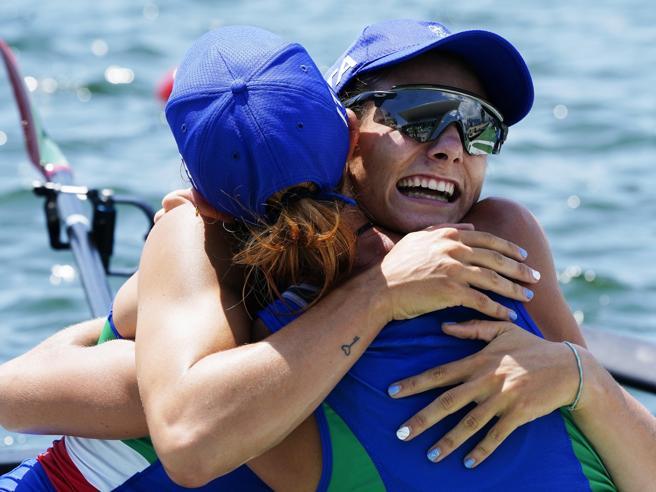 Olimpiadi di Tokyo, oro nel canottaggio: chi sono Valentina Rodini e Federica Cesarini
