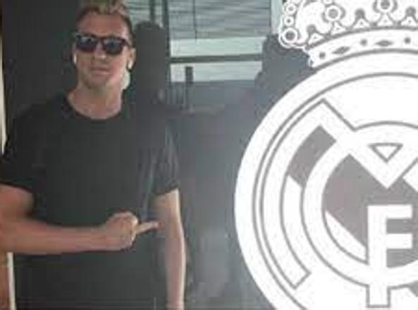 Il dito medio al Real Madrid
