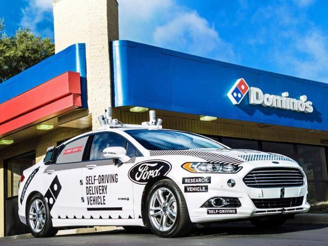 Ford sfida Tesla: entro il 2023 un servizio di taxi a guida autonoma