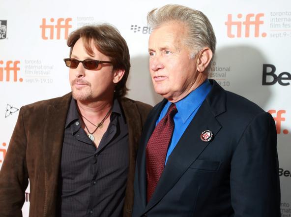 Martin Sheen (a destra) e il figlio Emilio Estevez nel 2010