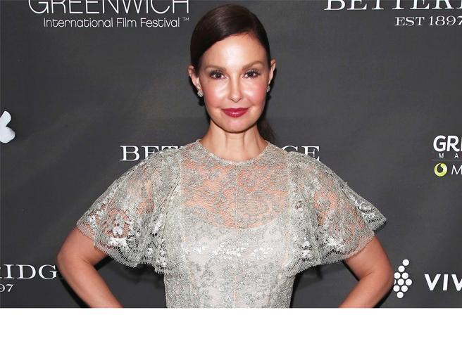 Ashley Judd è tornata a camminare a quasi sei mesi dall'incidente in Congo.«È stato un lungo viaggio»