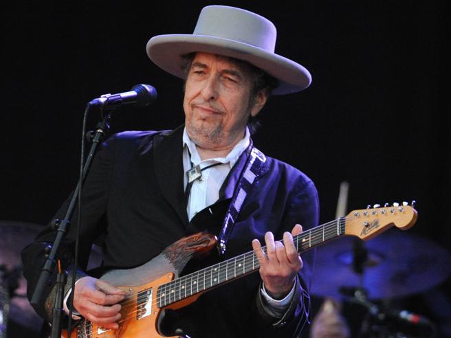 Bob Dylan vince la causa: non dovrà dividere i 300 milioni per diritti delle sue canzoni