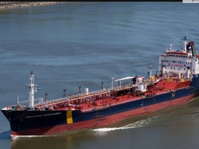 Golfo Persico, due petroliere assaltate da pirati, equipaggi in ostaggio