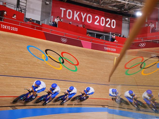 L'Italia ha vinto l'oro nel ciclismo su pista-inseguimento a squadre alle Olimpiadi