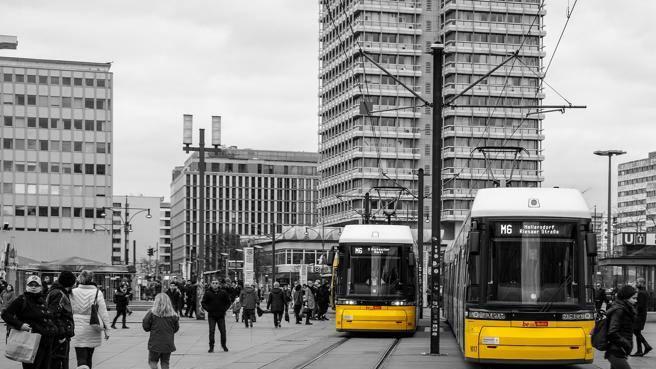 Berlino, 1100 euro a chi non utilizza la propria auto in città. La proposta