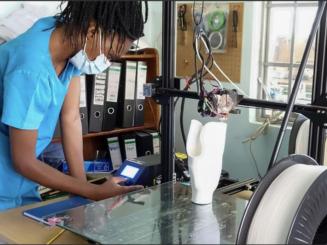 Kampala: le protesi «3D» per i bimbi si stampano direttamente in ospedale