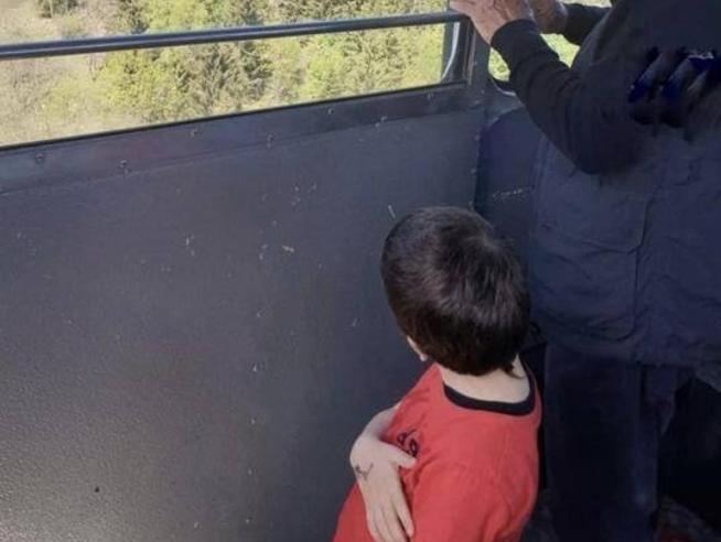 «Eitan rapito dal nonno: il bambino scampato alla strage del Mottarone è in Israele»