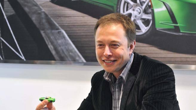 L'ultima follia di Musk: il laser al posto dei tergicristalli sulle Tesla