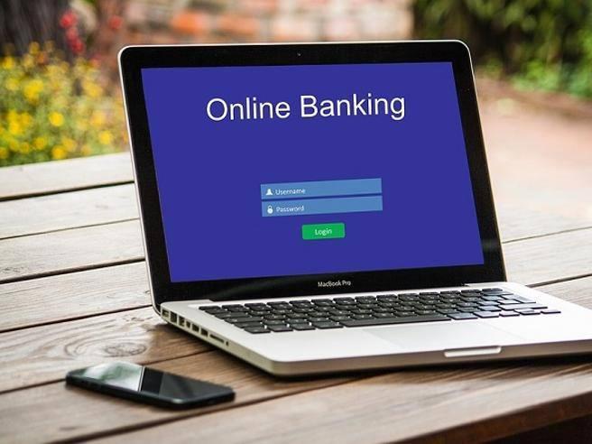 Conto corrente, costi su fino al 15% (anche su Internet): 7 consigli per risparmiare