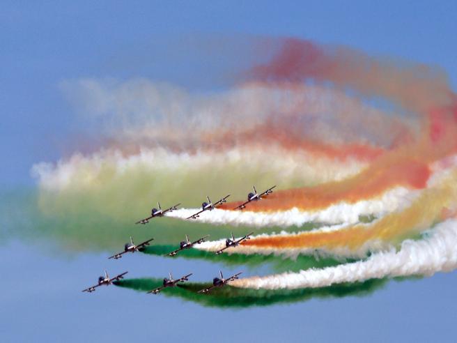 Sessant'anni di Frecce Tricolori: il lungo volo dei piloti orgoglio d'Italia