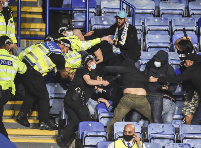 Leicester-Napoli, arrestati 12 tifosi azzurri per i disordini dopo la partita