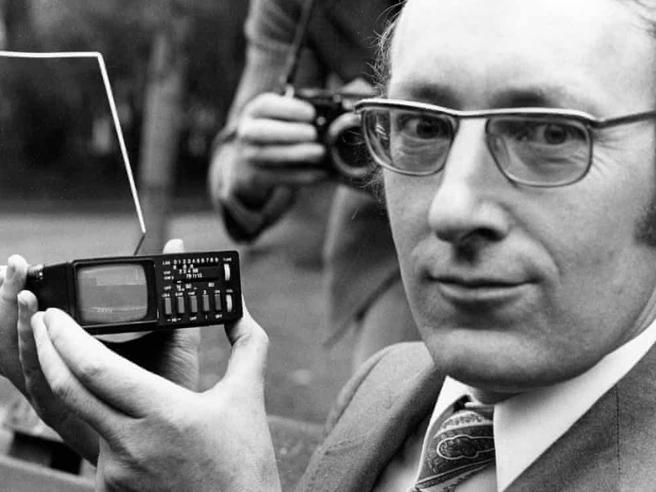 Clive Sinclair, morto a 81 anni l'inventore dello ZX Spectrum, tra i primi personal computer